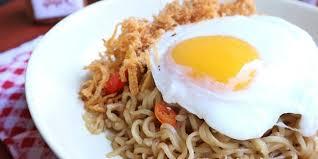 cara membuat mie goreng cur wortel resep mie goreng pedas dengan telur mata sapi enaknya nendang