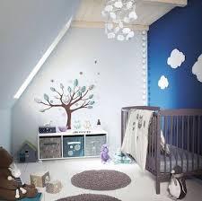 stickers deco chambre bebe chambre bebe avec mur bleu et stickers originaux et chouette