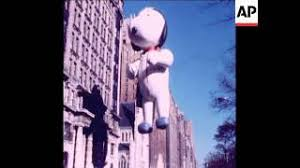 who sponsors the annual thanksgiving day parade in nyc howl n madd