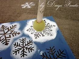 diy design fanatic super easy diy christmas stenciled table runner