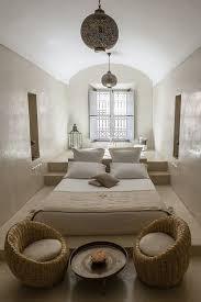 am駭agement chambre en longueur suite parentale style et baignoire derrière la tête de lit