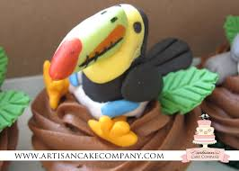 tucan cupcake made of edible fondant for jungle themed baby shower