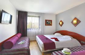 chambre d hotel 4 personnes chambres famille hôtel altéora site du futuroscope site officiel