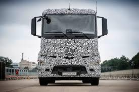 electric semi truck tesla mercedes and nikola gear the 3 way electric semi battle