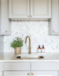 freaking out over your kitchen backsplash laurel home benjamin moore chelsea gray cabinets and marble herringbone