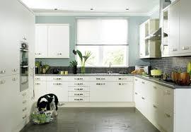 farbe küche farbe für küche küchenwand in kontrastfarbe streichen