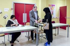 tenue d un bureau de vote présidentielle 2017 revivez la journée de vote du premier tour