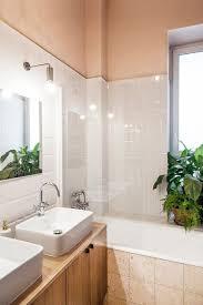 si e de bain pour b salle de bain bois et blanc côté maison
