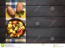 cocotte terre cuite cocotte en terre cuite au four de pomme de terre de courgette d