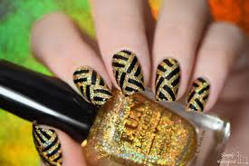 simply nailogical black and gold holo glitter pattern