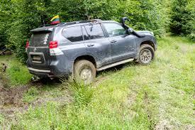 subaru crosstrek forest green automobiliu išmaišyta ukraina baisūs karpatų keliai ir nostalgiją