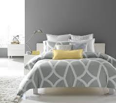 chambre gris et idées déco pour une chambre jaune et grise