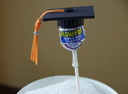 easy graduation centerpieces diy graduation centerpieces this is a easy craft to make