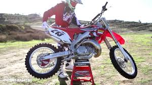 honda motocross racing service honda cr250 2 stroke dirtbike magazine youtube