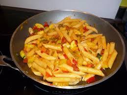 recette cuisine wok 100 gourmande wok de penne rigate poivrons courgettes et chorizo