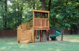 Simple Backyard Tree Houses by Decorations Nice Looking Kids Treehouse Plans With Wooden Wall