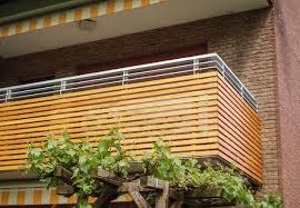 holzbelag balkon pvblik balkon modern idee