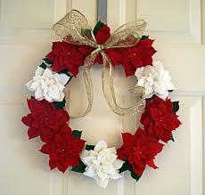 make a felt poinsettia wreath