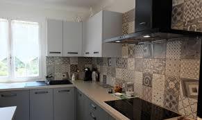 cuisine carreau ciment carreaux de ciment habillez le sol les murs et la crédence de