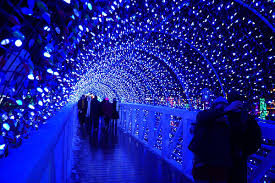travel writing road trips to see light displays