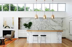 carrara marble kitchen backsplash 10 spectacular rooms with marble walls