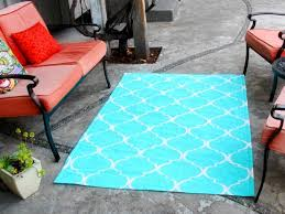 Painting An Outdoor Rug How To Stencil Paint An Outdoor Rug How Tos Diy