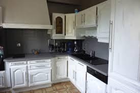 peindre cuisine rustique cuisine rustique repeinte en blanc avec relooker cuisine rustique