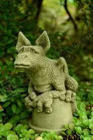 lizard statue statue cast garden ornament things