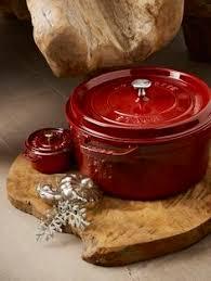 cuisine a et z découvrez la cocotte staub votre allié en cuisine et sur la table