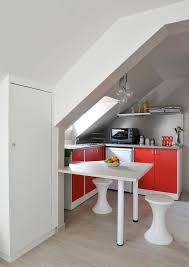 cuisine sous pente création d un studio sous combles contemporain cuisine