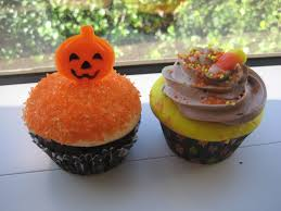 file halloween cupcakes with candy corn and pumpkin decoration 2