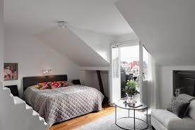 table basse chambre design interieur amenagement chambre adulte moderne plafond incline