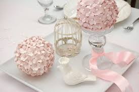dusty pink flower bouquet placed on the glass stand combined with