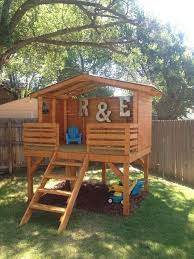 Simple Backyard Tree Houses by Best 25 Play Fort Ideas On Pinterest Kids Tree Forts Diy Tree