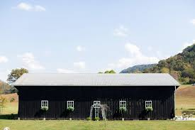 the barn at pin oaks wedding lexington ky wedding photographer