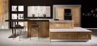 cuisine equipee cuisine équipée en bois plan de travail quartz silestone inova