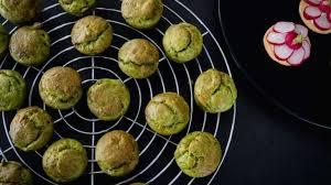 cuisiner les verts de poireaux mini cakes au vert de poireau lardons et tomme du ried je vais