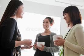 image pause café bureau trois femmes d affaires sur la pause café dans le bureau image stock