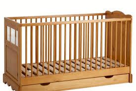 chambre bébé pin massif le lit avec tiroir en pin massif pour bébé la redoute 242 au lieu