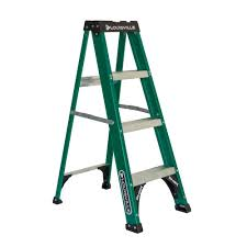 werner 8 ft fiberglass step ladder with 225 lb load capacity