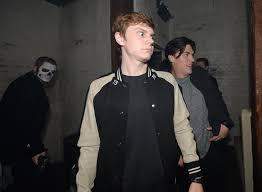 halloween horror nights mazes 2016 you need to see these pictures of evan peters actually scared of