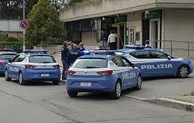 rapina in tentano rapina in quattro arresti corriere dell umbria