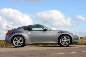 nissan 370z vs z4 nissan 370z coupe 2009 features equipment and accessories
