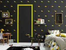 peinture chambres peinture chambre enfant avec frise et boiseries jaune