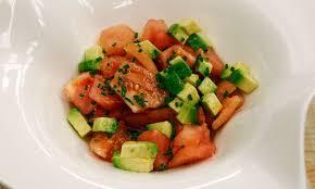 cuisine tomate receta de ensalada de tomate y aguacate karlos arguiñano
