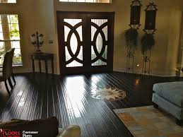 Laminate Flooring Vs Wood Flooring Flooring Furniture Laminate Floor Vs Hardwood Room Decorating
