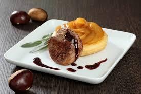 chevreuil cuisine recette de noisette de chevreuil à la sauge sur une tatin de poire