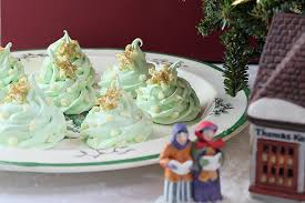 White Christmas Tree Green Decorations by Christmas Tree Meringue Cookies With White Chocolate Decorations