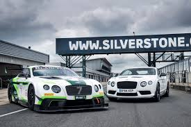 bentley gt3r 2017 bentley continental gt3 vs bentley continental gt3 r sibling