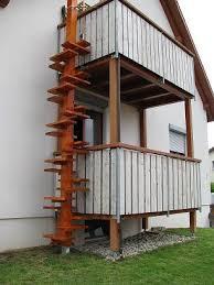 katzenleiter balkon katze möchte nach draußen und springt balkon ideen bauen